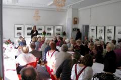 Liisa Matveinen laulettaa kansaa