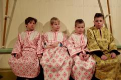 Lapset pääsiäisyöpalveluksessa