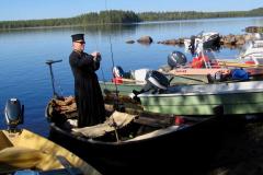 Rovasti Vesa Takala varittelee vapoja