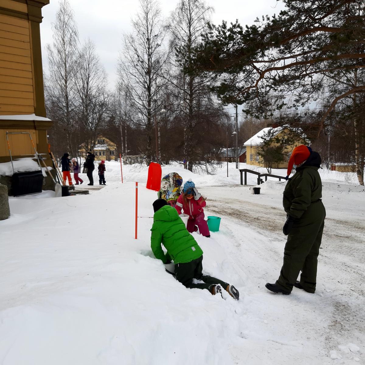 Lumiukot valmistuu