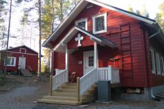 Säynelammen leirikeskuksen päärakennus ja majoitusrakennus